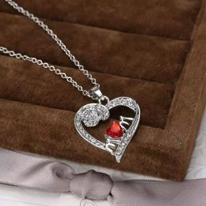 ❤️gorgeous ruby heart Mom ❤️silver necklace